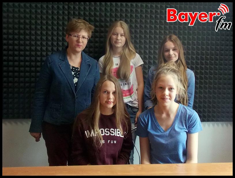 Małgorzata Pieńkowska z uczennicami