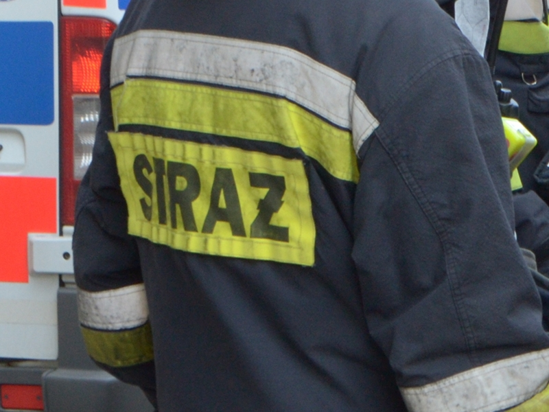 Strażacy usuwali olej napędowy z jezdni