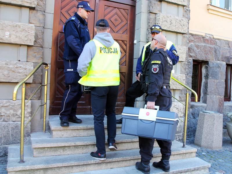 Ewakuacja Urzędu Miasta i Starostwa Powiatowego