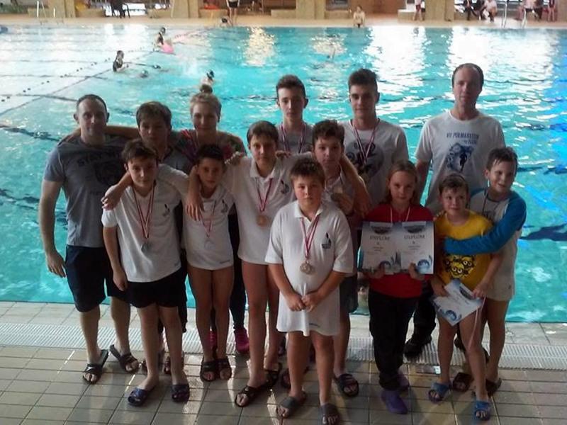 27 medali pływaków