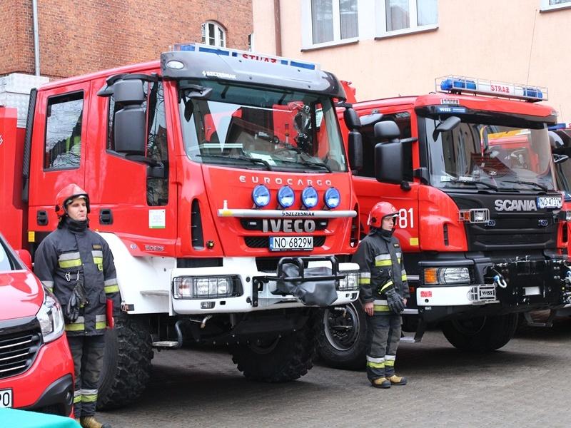 Nowe pojazdy dla strażaków i policjantów