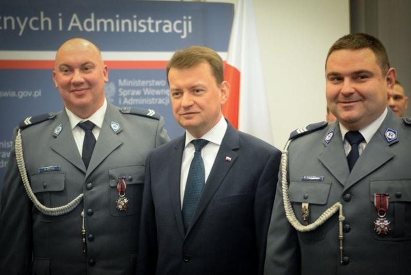 Policjanci wyróżnieni Krzyżami Zasługi za Dzielność