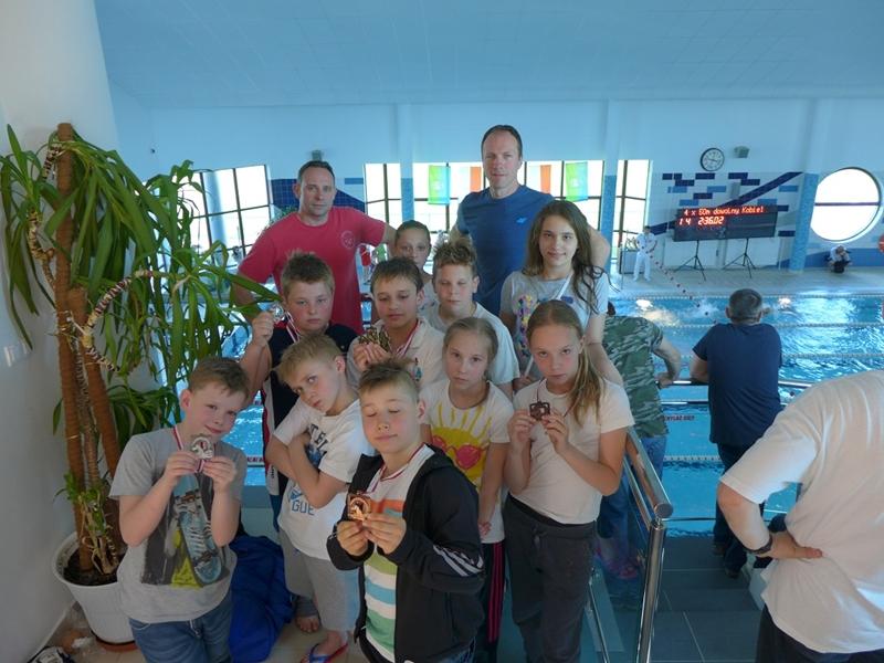 8 medali młodych pływaków