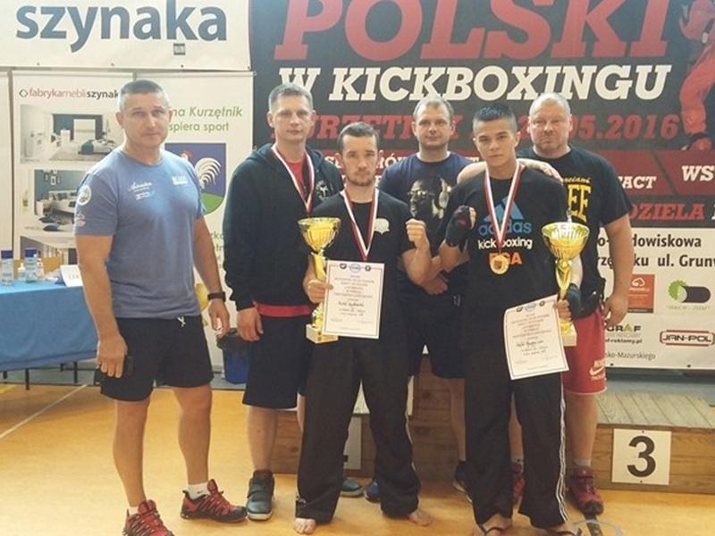 2 medale kickboxerów