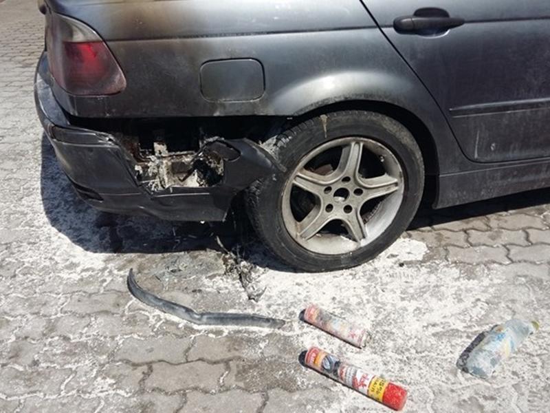 Policjanci ugasili pożar BMW