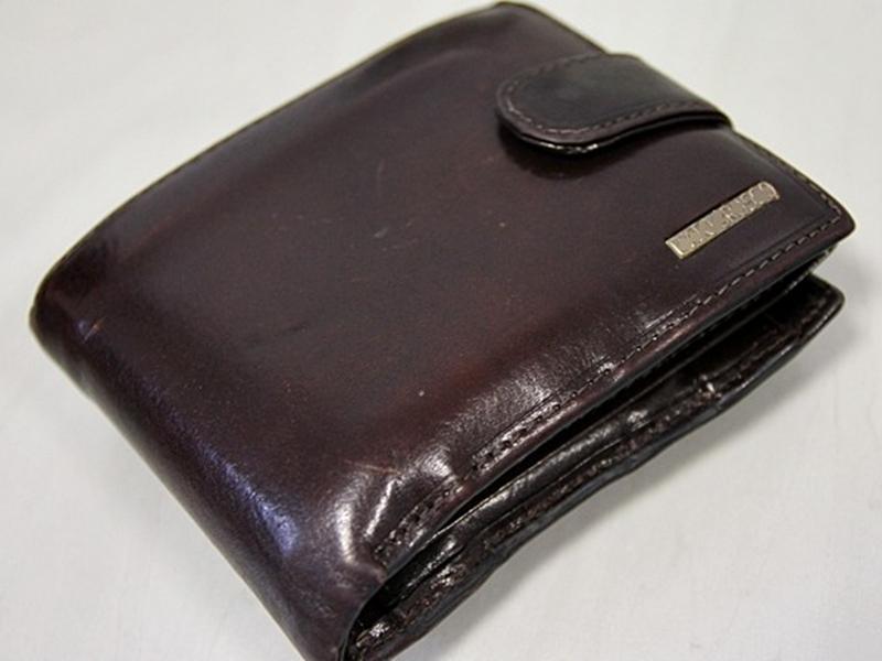Znaleziony portfel oddał policjantom