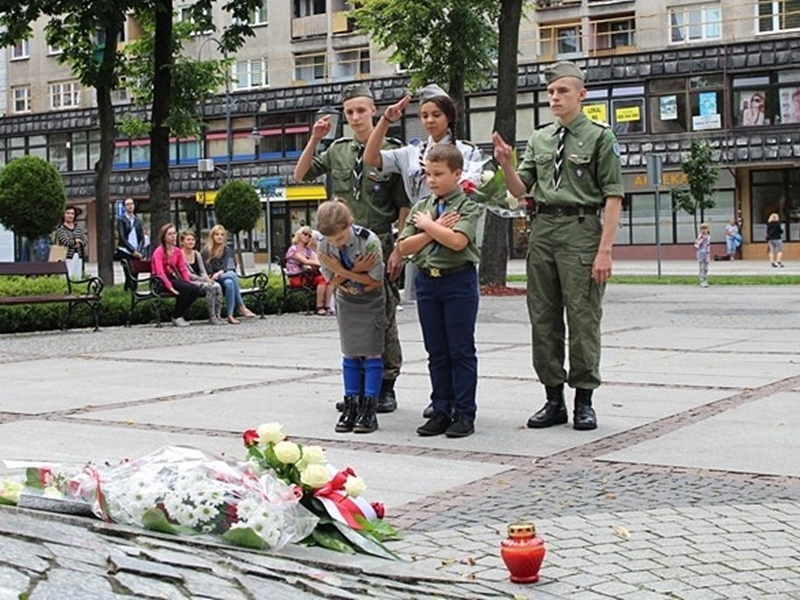 Oddali hołd powstańcom warszawskim