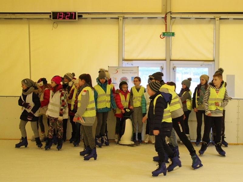Dzieciaki z gminy na lodowisku