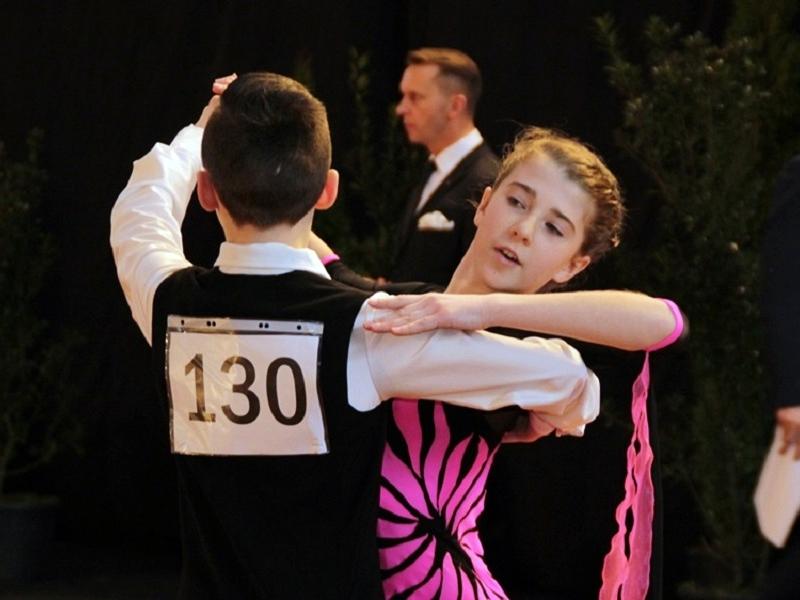 Taneczna rywalizacja na 270 par
