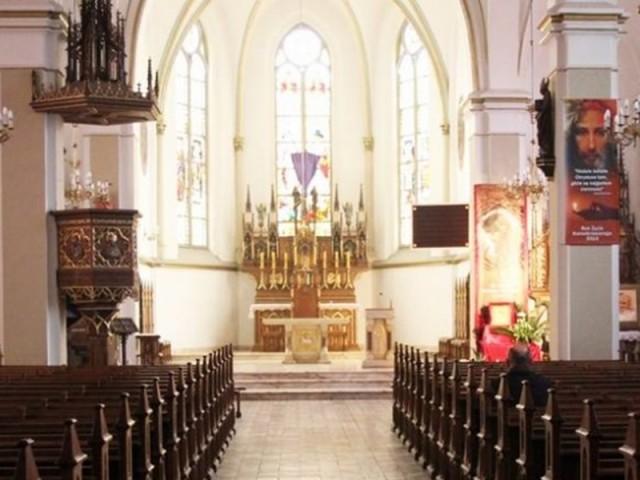 kościół-NSJ-ołtarz-e1455