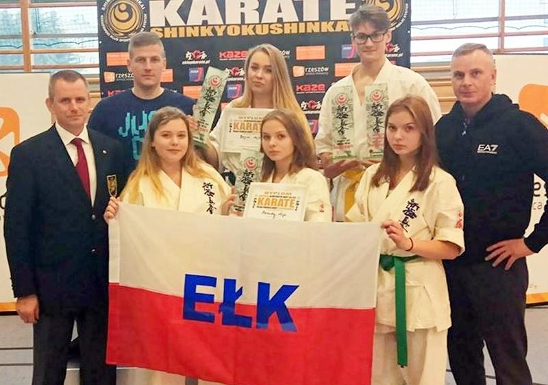 Sukces karateków