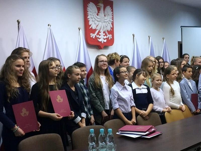 75 uczniów nagrodzonych stypendiami