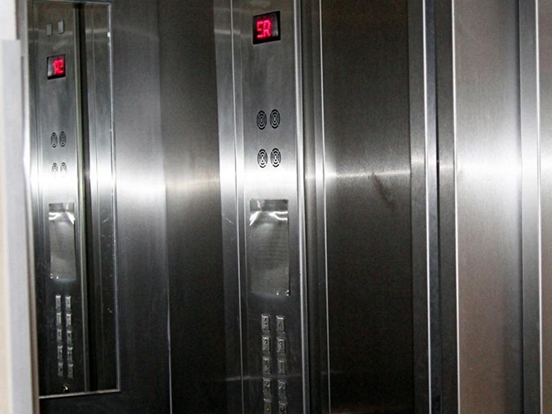 Utknęli w windzie