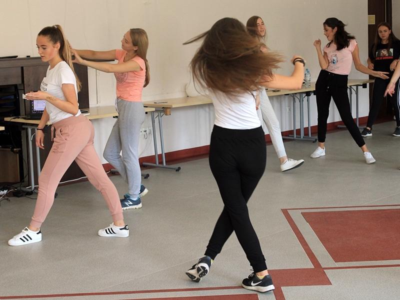 Tańcem i muzyką uderzą w nietolerancję