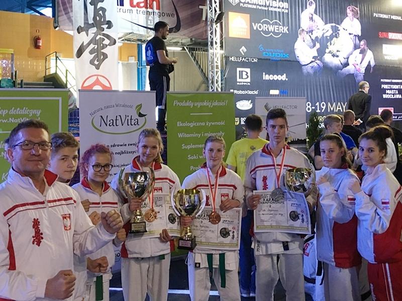 Oleccy karatecy z medalami