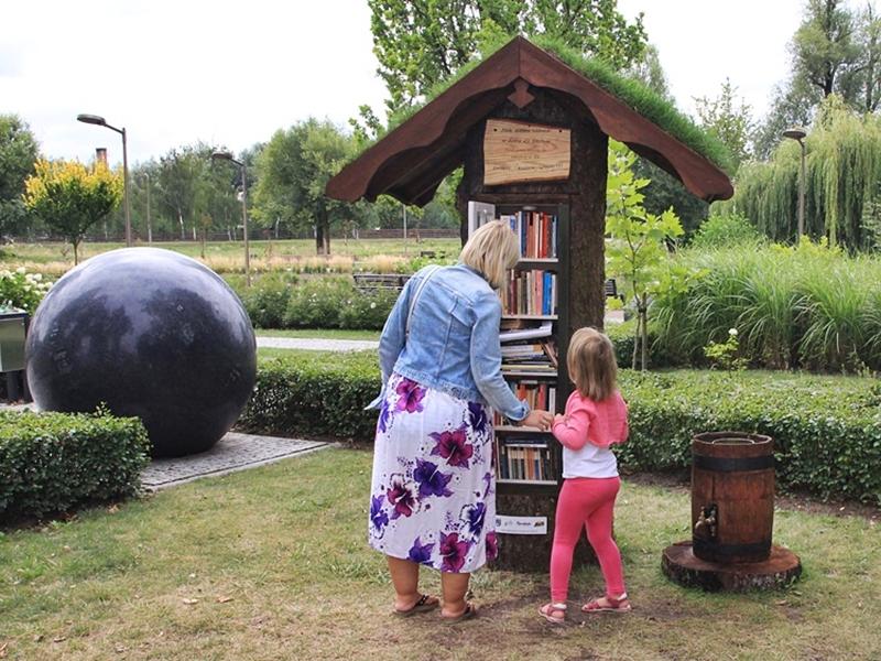 Zielone biblioteczki wyrosły w Parku Kopernika