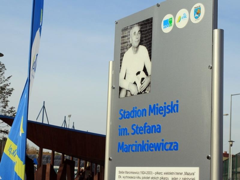 Tablice na stadionie upamiętniają Marcinkiewicza