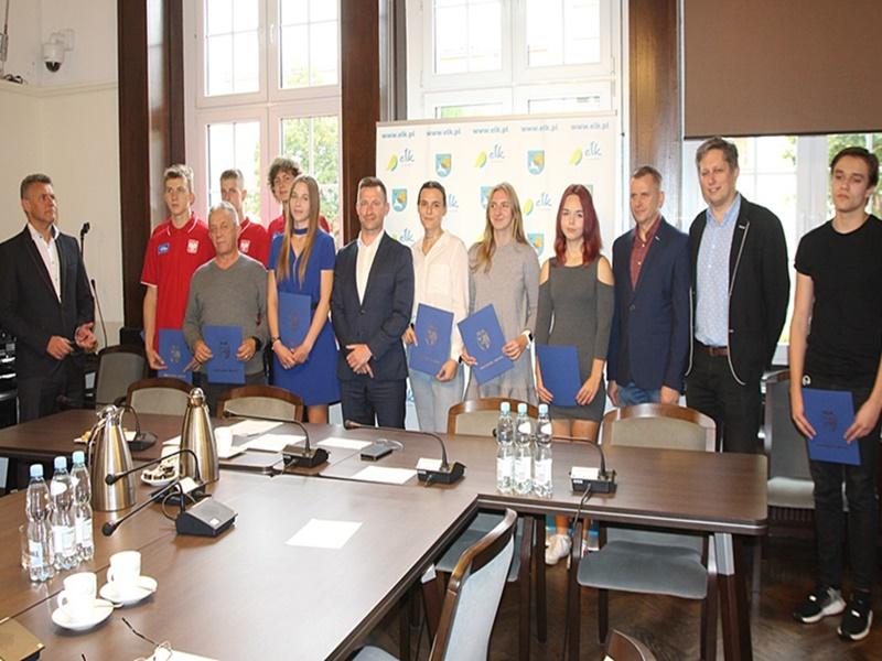 Prezydent Ełku nagrodził młodych sportowców