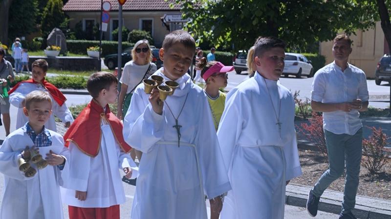 Wierni pójdą w mniejszych procesjach