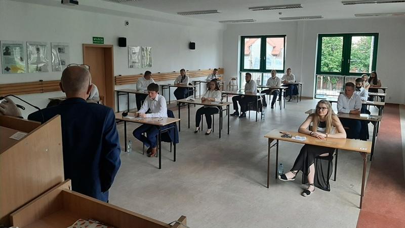 Pierwsze egzaminy już za maturzystami