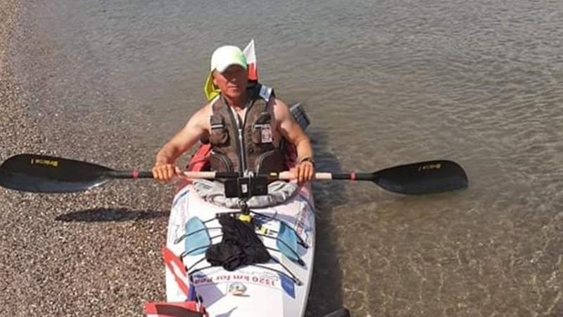 Przepłynął 1320 km w 30 dni
