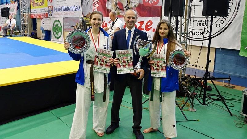 Trzy medale suwalskich karateków