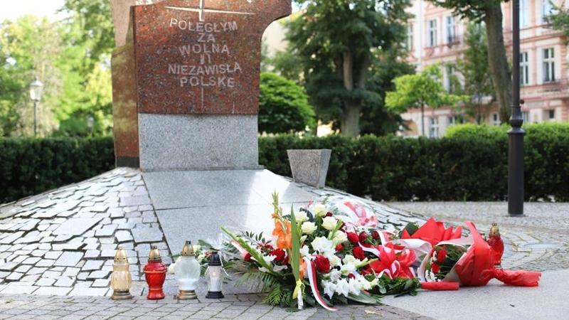 W godzinę W oddali hołd powstańcom warszawskim